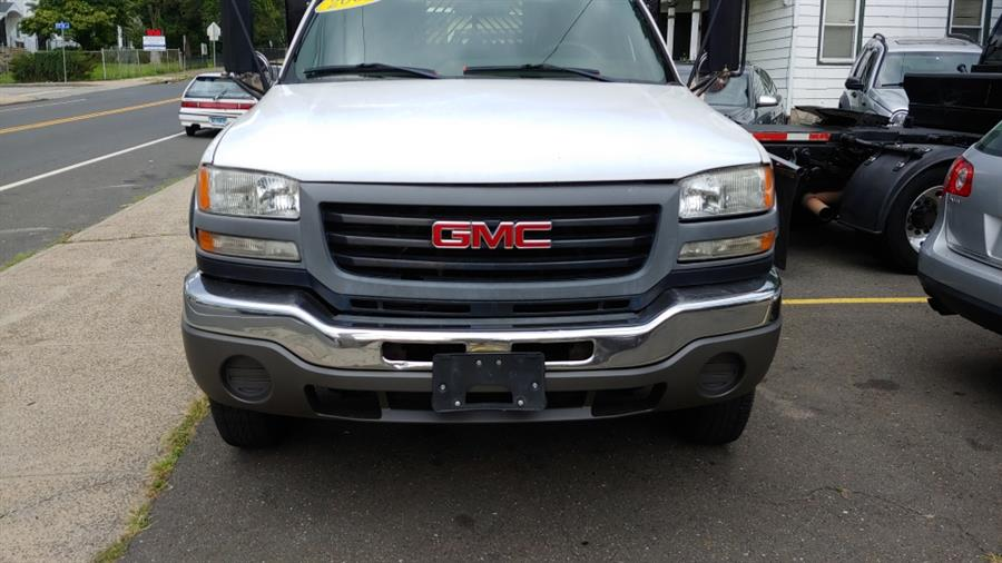 """2005 GMC Sierra 3500 Reg Cab 137.0"""" WB, 60.4"""" CA 4WD WT, available for sale in Ansonia, CT"""