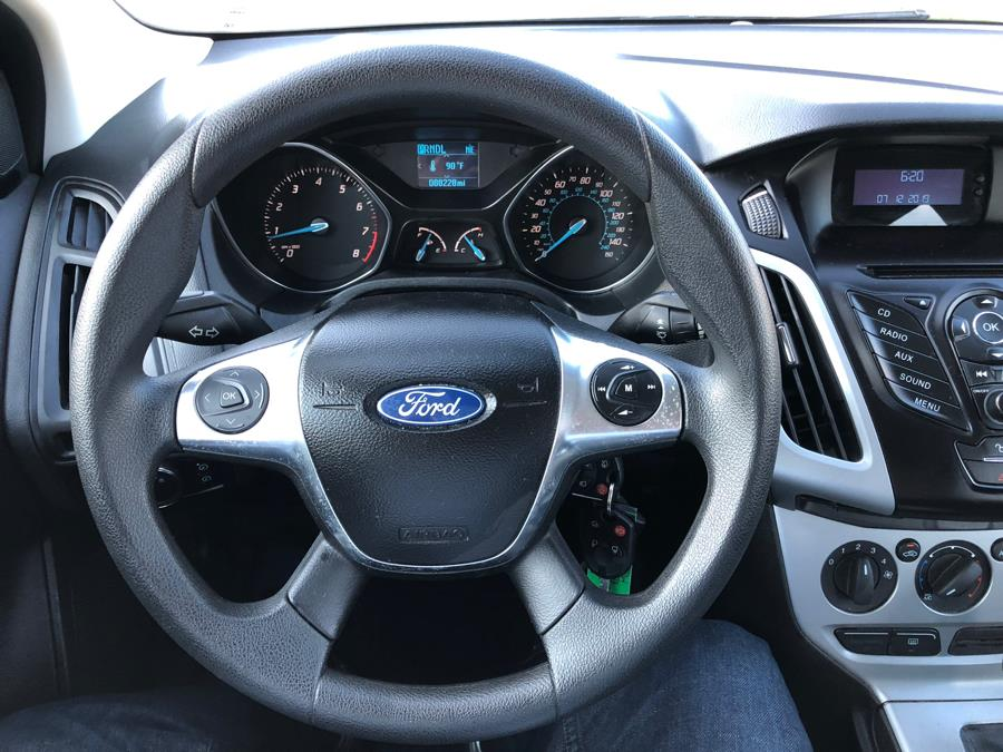 Used Ford Focus 5dr HB SE 2012   Great Deal Motors. Copiague, New York