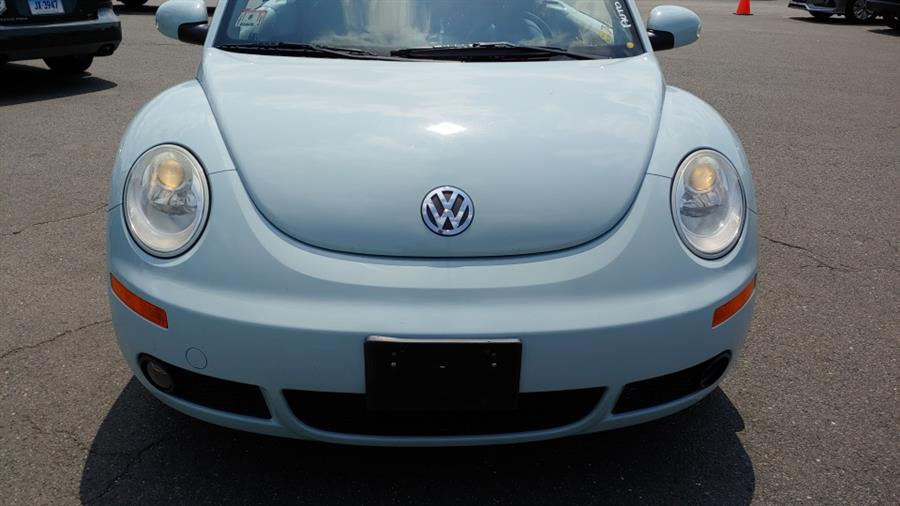 2006 Volkswagen New Beetle Convertible 2dr 2.5L Auto, available for sale in Ansonia, CT