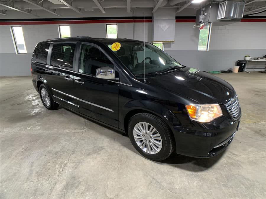 Used Chrysler Town & Country 4dr Wgn Limited 2016 | Wiz Leasing Inc. Stratford, Connecticut