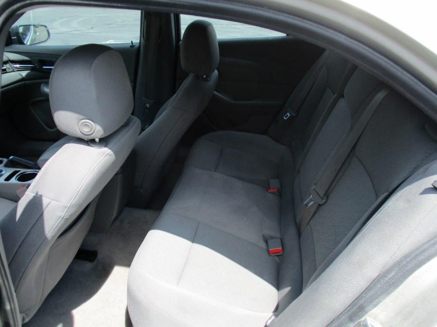 Used Chevrolet Malibu 4dr Sdn LS 2015 | Universal Motors LLC. New Britain, Connecticut