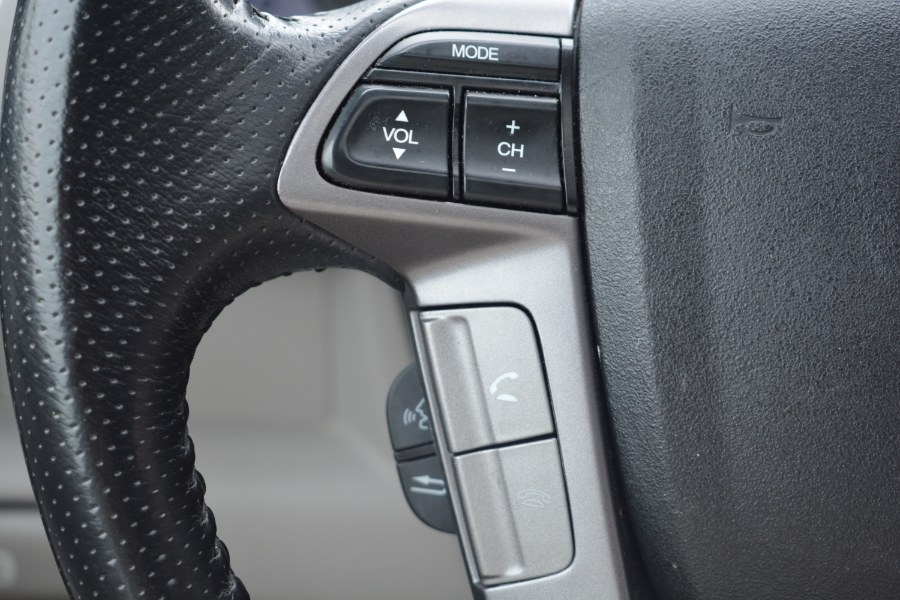 2013 Honda Pilot 4WD 4dr Touring w/RES & Navi, available for sale in ENFIELD, Connecticut | Longmeadow Motor Cars. ENFIELD, Connecticut