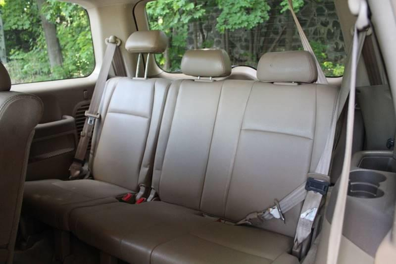 2004 Honda Pilot EX L 4dr 4WD SUV w/Leather and Entertainment Syste, available for sale in Waterbury, Connecticut   Sphinx Motorcars. Waterbury, Connecticut
