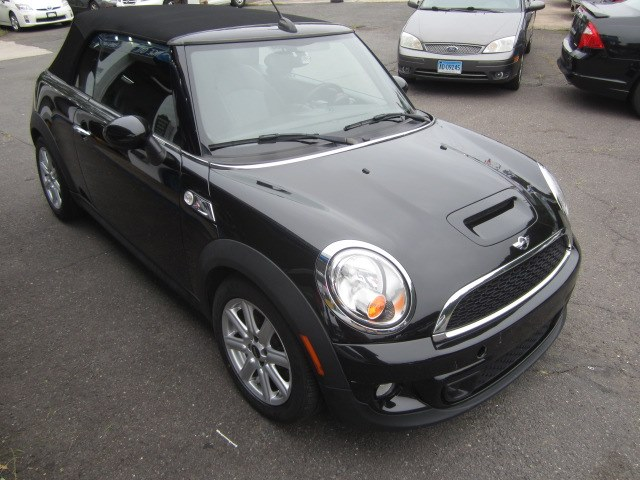 2013 MINI Cooper Convertible 2dr S, available for sale in Meriden, Connecticut | Cos Central Auto. Meriden, Connecticut