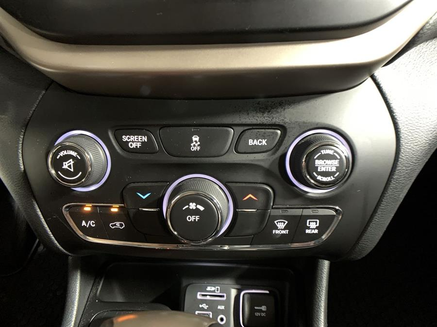 Used Jeep Cherokee 4WD 4dr Altitude *Ltd Avail* 2016 | Wiz Leasing Inc. Stratford, Connecticut