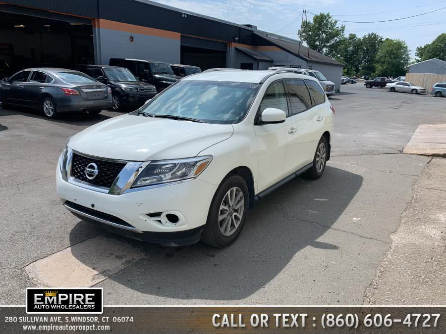 Used Nissan Pathfinder 4WD 4dr S 2015 | Empire Auto Wholesalers. S.Windsor, Connecticut
