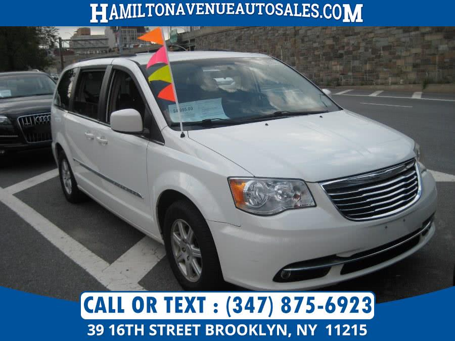 Used 2011 Chrysler Town & Country in Brooklyn, New York | Hamilton Avenue Auto Sales DBA Nyautoauction.com. Brooklyn, New York