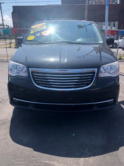 Used 2013 Chrysler Town & Country in Bridgeport, Connecticut | Affordable Motors Inc. Bridgeport, Connecticut