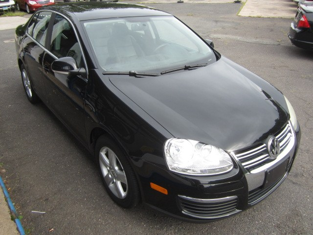 2008 Volkswagen Jetta Sedan SE, available for sale in Meriden, Connecticut | Cos Central Auto. Meriden, Connecticut