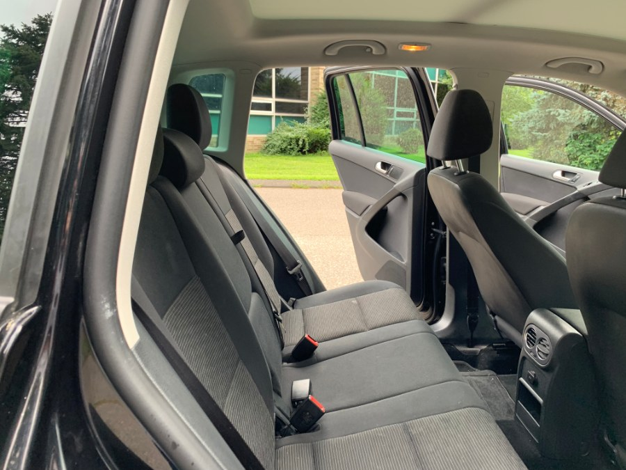 2013 Volkswagen Tiguan 4WD 4dr Auto S w/Sunroof, available for sale in Waterbury, Connecticut | Platinum Auto Care. Waterbury, Connecticut