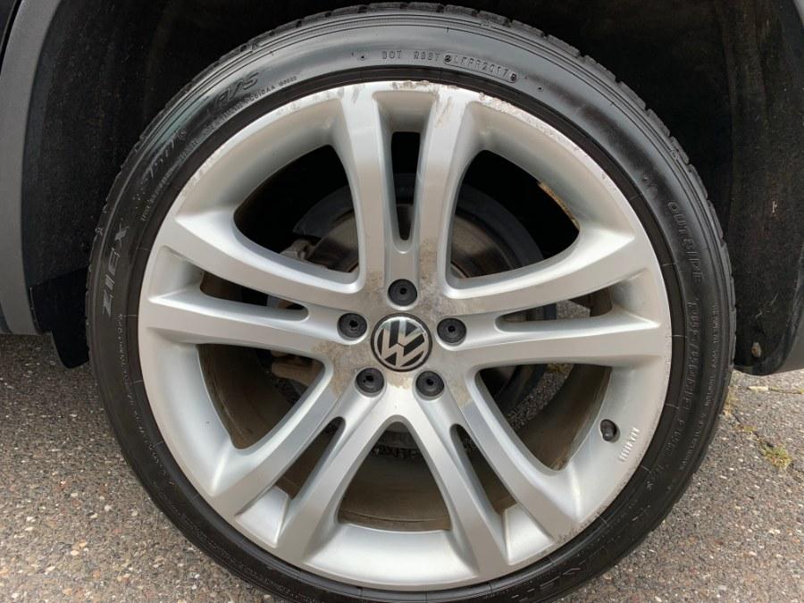 Used Volkswagen Tiguan 4WD 4dr Auto S w/Sunroof 2013 | Platinum Auto Care. Waterbury, Connecticut