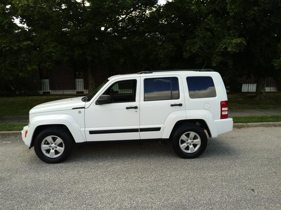 Used Jeep Liberty 4WD 4dr Sport Latitude 2012 | Roe Motors Ltd. Shirley, New York