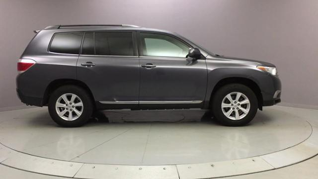 2013 Toyota Highlander 4WD 4dr V6, available for sale in Naugatuck, Connecticut | J&M Automotive Sls&Svc LLC. Naugatuck, Connecticut