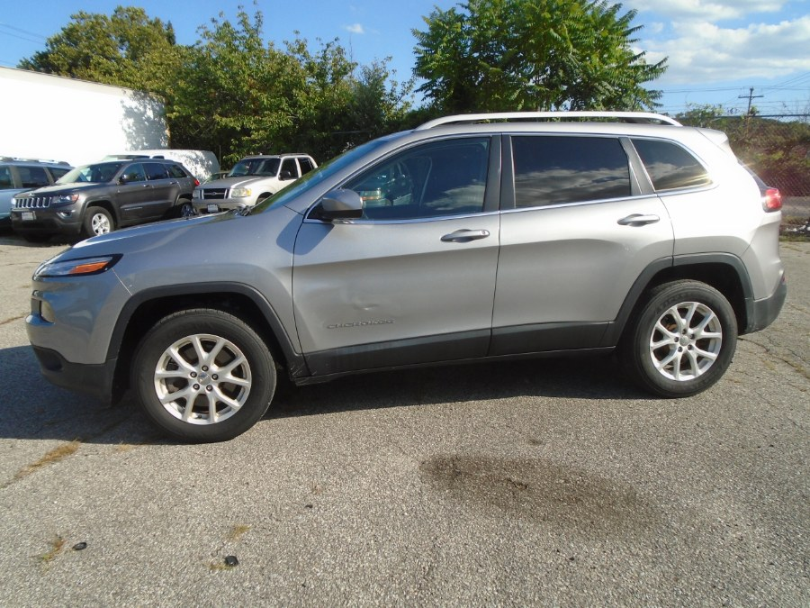 2016 Jeep Cherokee 4WD 4dr Latitude, available for sale in Milford, Connecticut | Dealertown Auto Wholesalers. Milford, Connecticut