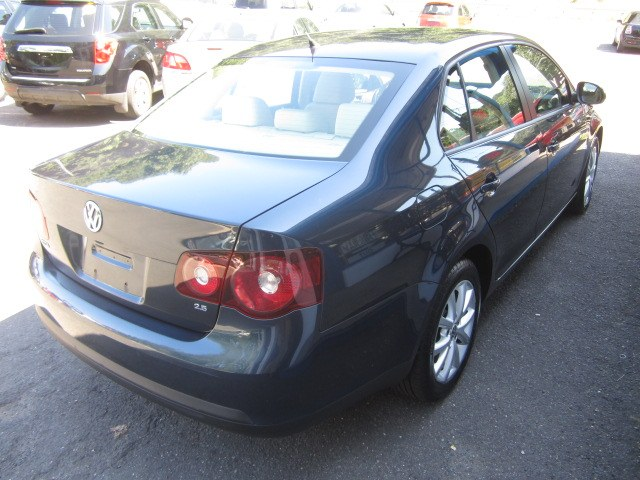 2010 Volkswagen Jetta Sedan 4dr Auto Limited PZEV, available for sale in Meriden, Connecticut   Cos Central Auto. Meriden, Connecticut