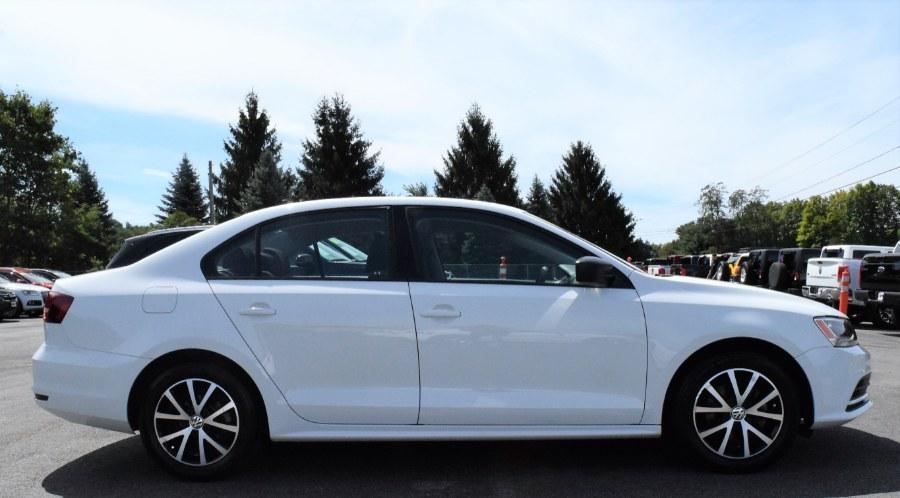 2016 Volkswagen Jetta Sedan 4dr Auto 1.4T SE, available for sale in Berlin, Connecticut | Tru Auto Mall. Berlin, Connecticut
