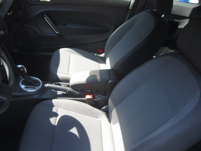 2014 Volkswagen Beetle Coupe 2dr Auto 1.8T Entry PZEV, available for sale in Meriden, Connecticut   Cos Central Auto. Meriden, Connecticut