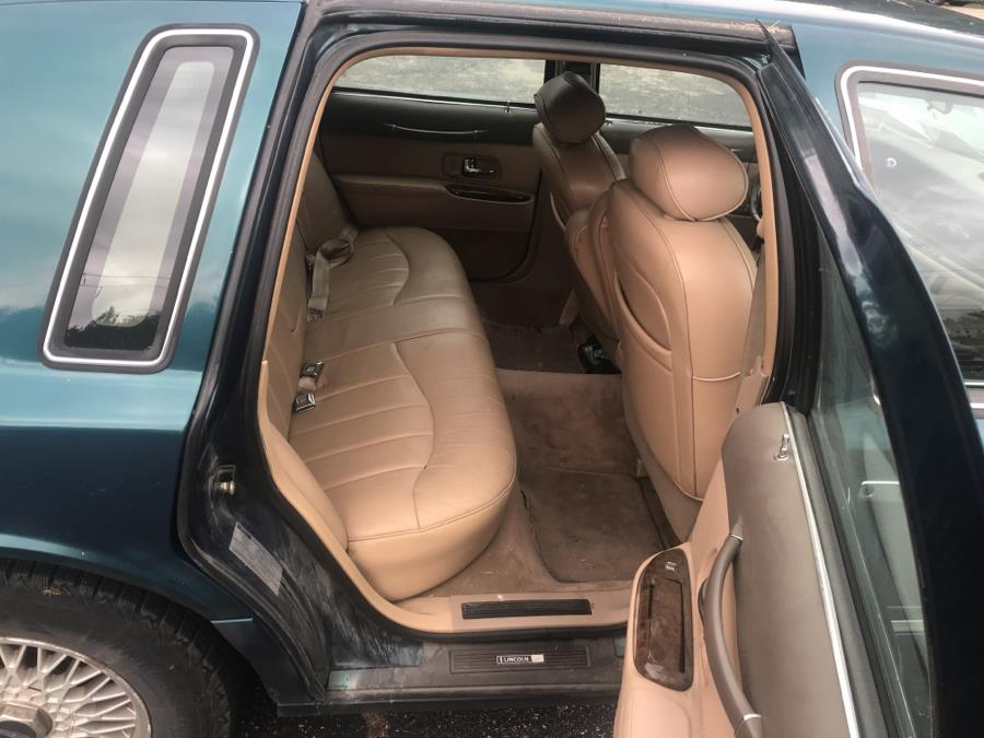 1997 Lincoln Town Car 4dr Sdn Executive, available for sale in Rochester, New Hampshire | Hagan's Motor Pool. Rochester, New Hampshire