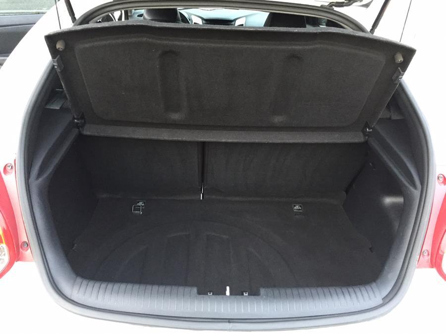 Used Hyundai Veloster 3dr Cpe Auto w/Black Int 2013 | Raymonds Cars Inc. Corona, New York