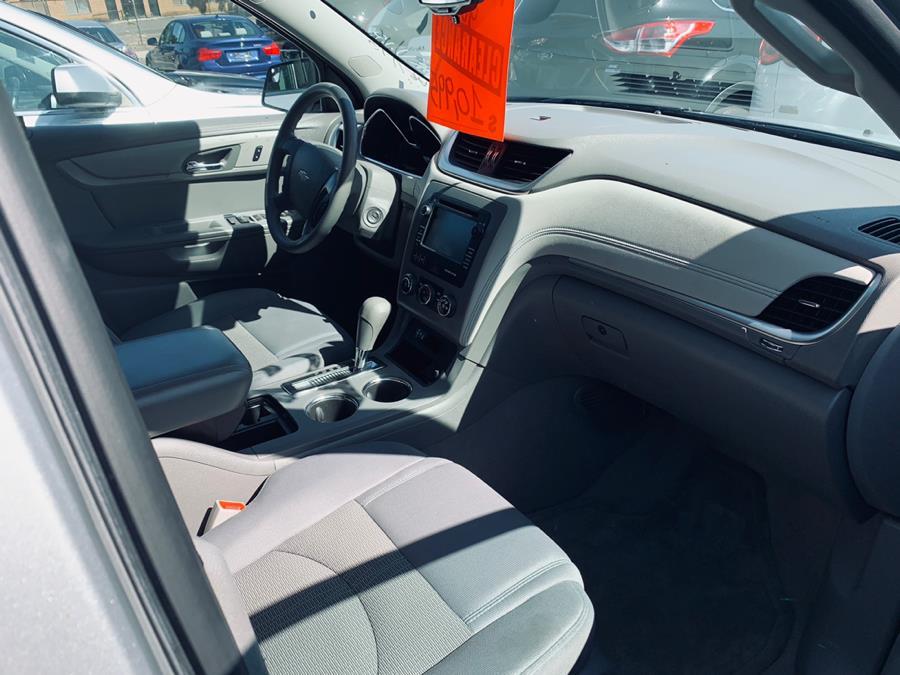 Used Chevrolet Traverse AWD 4dr LS 2013 | Car City of Danbury, LLC. Danbury, Connecticut