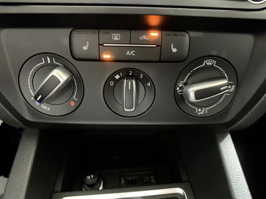 Used Volkswagen Jetta Sedan 4dr Auto 1.4T SE w/Connectivity 2016 | Wiz Leasing Inc. Stratford, Connecticut