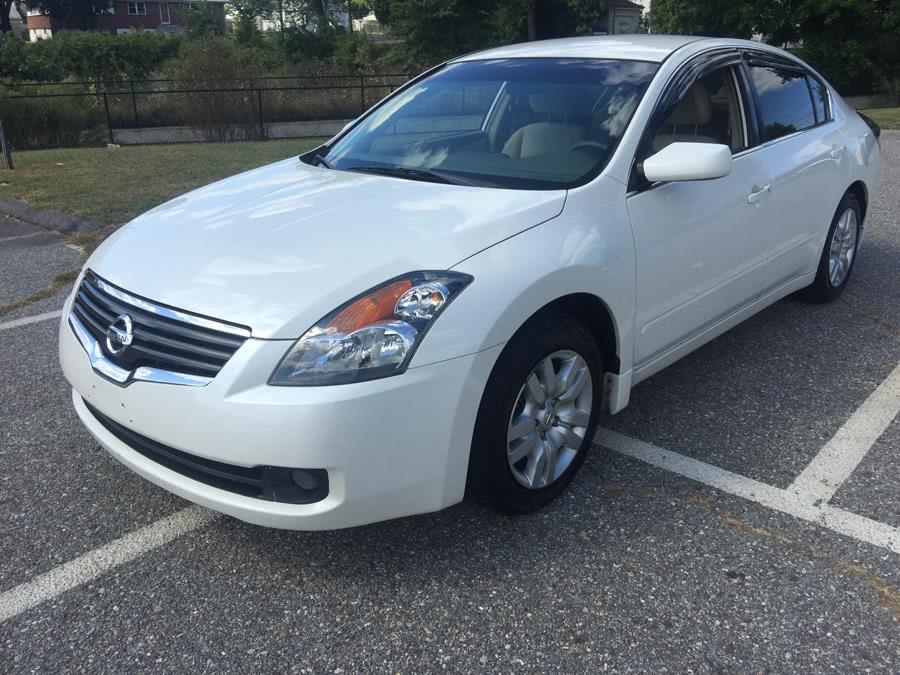 Used 2009 Nissan Altima in Stratford, Connecticut | Mike's Motors LLC. Stratford, Connecticut