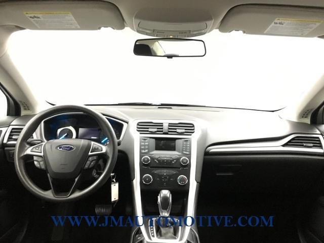 2013 Ford Fusion 4dr Sdn SE FWD, available for sale in Naugatuck, Connecticut | J&M Automotive Sls&Svc LLC. Naugatuck, Connecticut