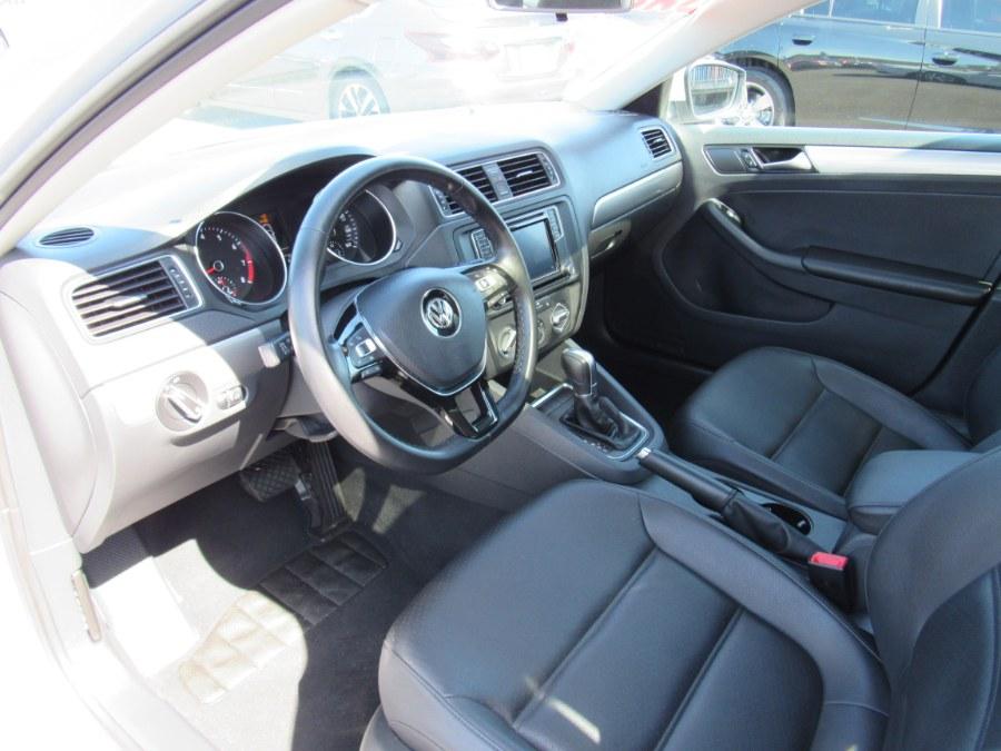 Used Volkswagen Jetta 1.4T SE 4dr Sedan 6A 2017 | NJ Used Cars Center. Irvington, New Jersey