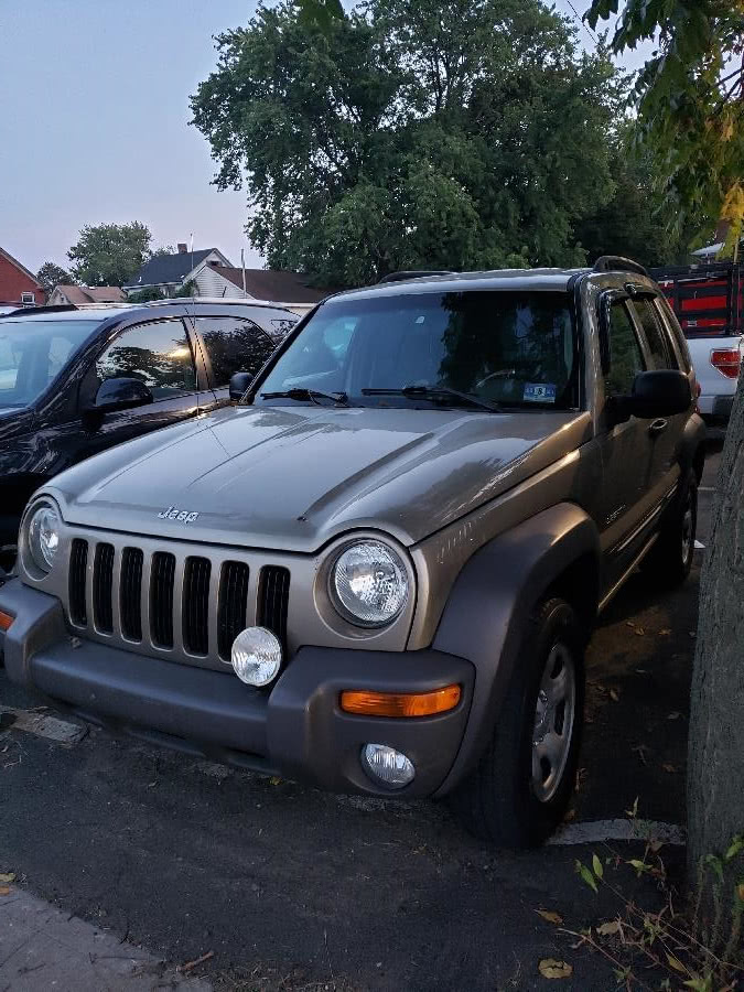 Used 2004 Jeep Liberty in Little Ferry, New Jersey | Victoria Preowned Autos Inc. Little Ferry, New Jersey