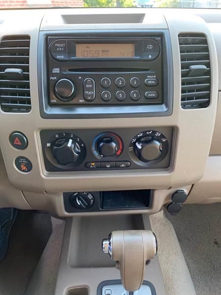 2005 Nissan Frontier SE 4dr Crew Cab 4WD SB, available for sale in Ludlow, Massachusetts | Ludlow Auto Sales. Ludlow, Massachusetts