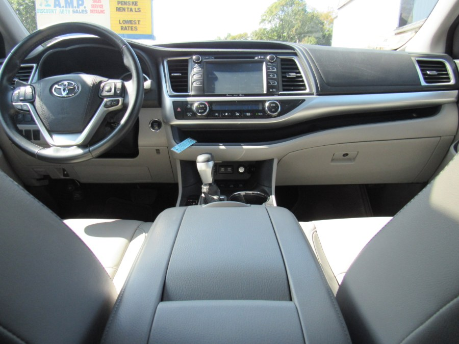 2017 Toyota Highlander XLE V6 AWD (Natl), available for sale in Worcester, Massachusetts | Hilario's Auto Sales Inc.. Worcester, Massachusetts