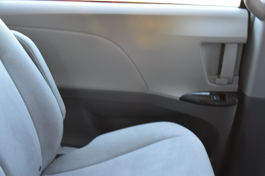 2014 Toyota Sienna 5dr 7-Pass Van V6, available for sale in Waterbury, Connecticut | Highline Car Connection. Waterbury, Connecticut