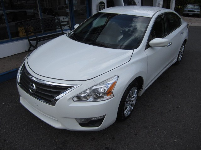 Used Nissan Altima 4dr Sdn I4 2.5 S 2015 | Cos Central Auto. Meriden, Connecticut
