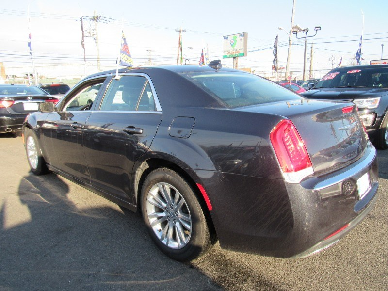 Used Chrysler 300 4dr Sdn Limited RWD 2016 | NJ Used Cars Center. Irvington, New Jersey