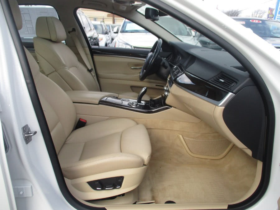 2011 BMW 5 Series 550i xDrive AWD 4dr Sedan, available for sale in Irvington, New Jersey | NJ Used Cars Center. Irvington, New Jersey