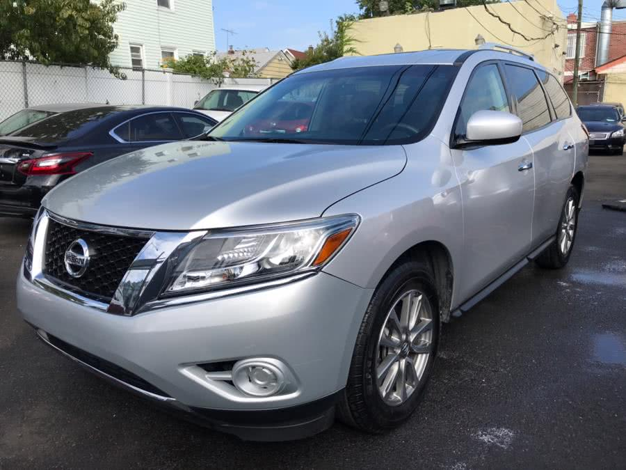 Used 2016 Nissan Pathfinder in Jamaica, New York | Sunrise Autoland. Jamaica, New York