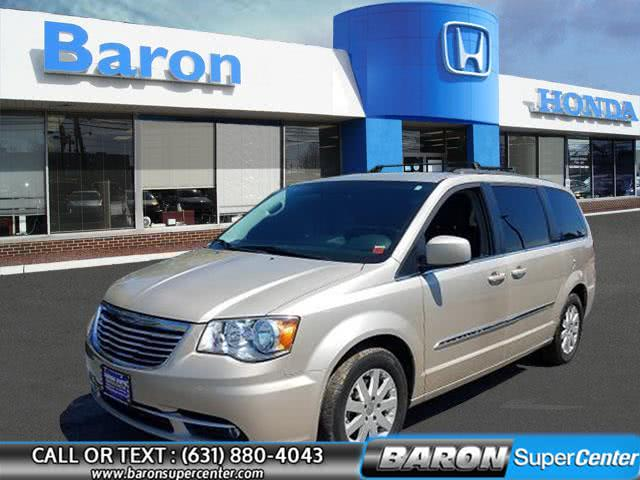Used 2015 Chrysler Town & Country in Patchogue, New York | Baron Supercenter. Patchogue, New York