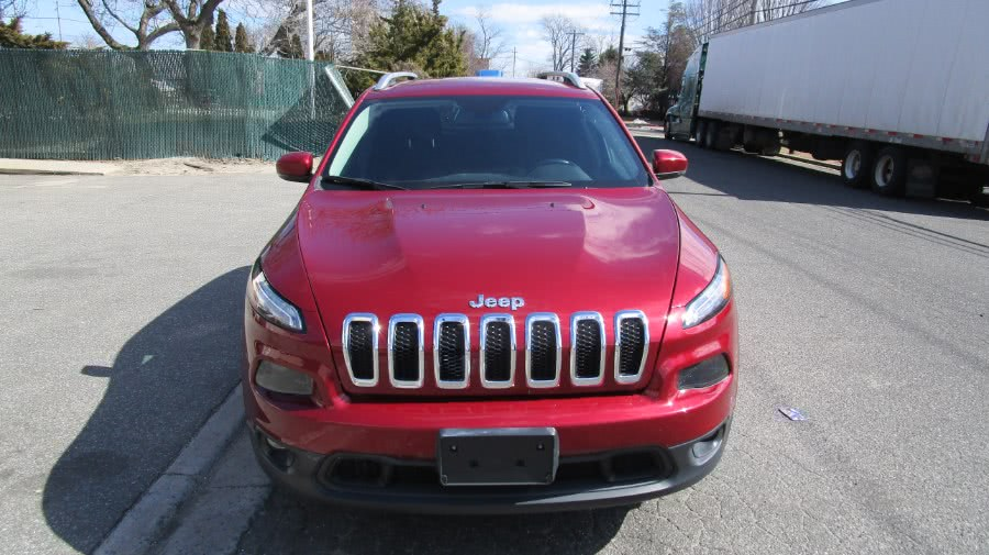 Used 2017 Jeep Cherokee in Hicksville, New York | H & H Auto Sales. Hicksville, New York
