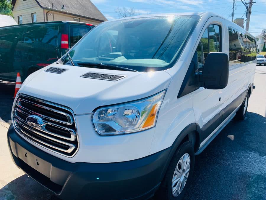 2017 Ford Transit Wagon T-350 148' Low Roof XLT Swing-Out RH Dr
