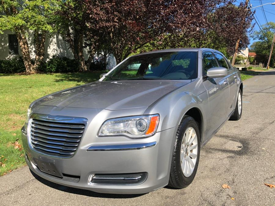 Used Chrysler 300 4dr Sdn RWD 2014 | TNT Auto Sales USA inc. Bronx, New York