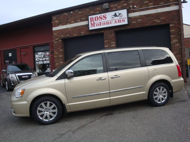 Used 2012 Chrysler Town & Country in Torrington, Connecticut | Ross Motorcars. Torrington, Connecticut