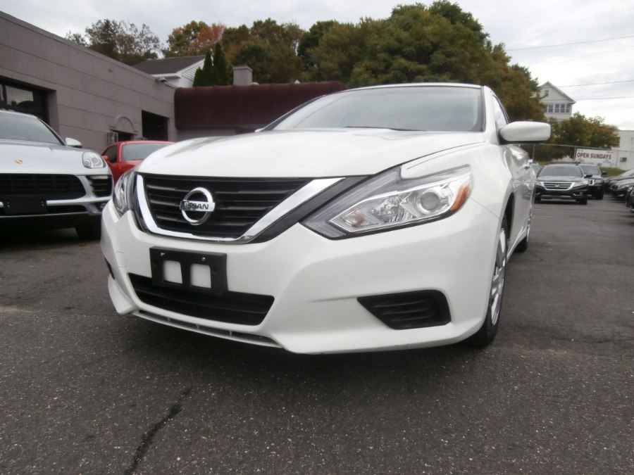 2016 Nissan Altima 4dr Sdn I4 2.5 SR, available for sale in Waterbury, Connecticut | Jim Juliani Motors. Waterbury, Connecticut