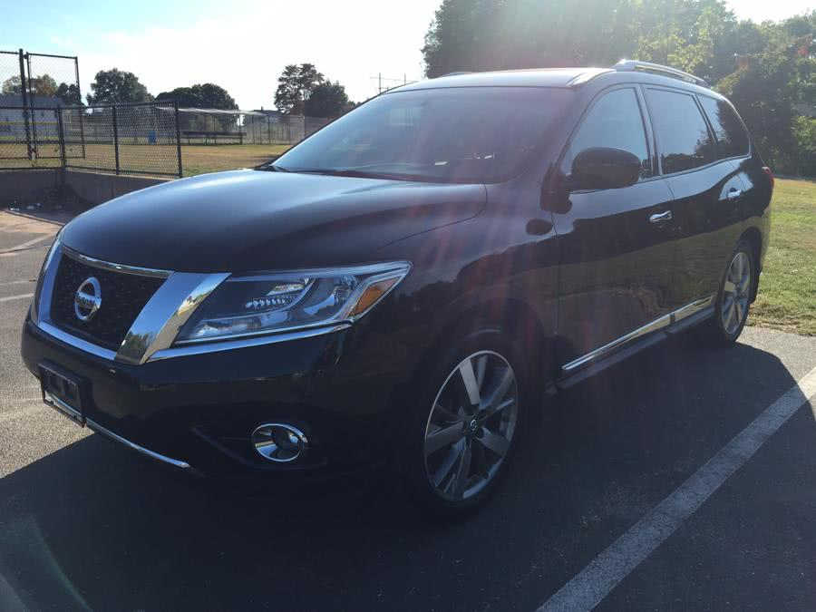 Used 2014 Nissan Pathfinder in Stratford, Connecticut | Mike's Motors LLC. Stratford, Connecticut