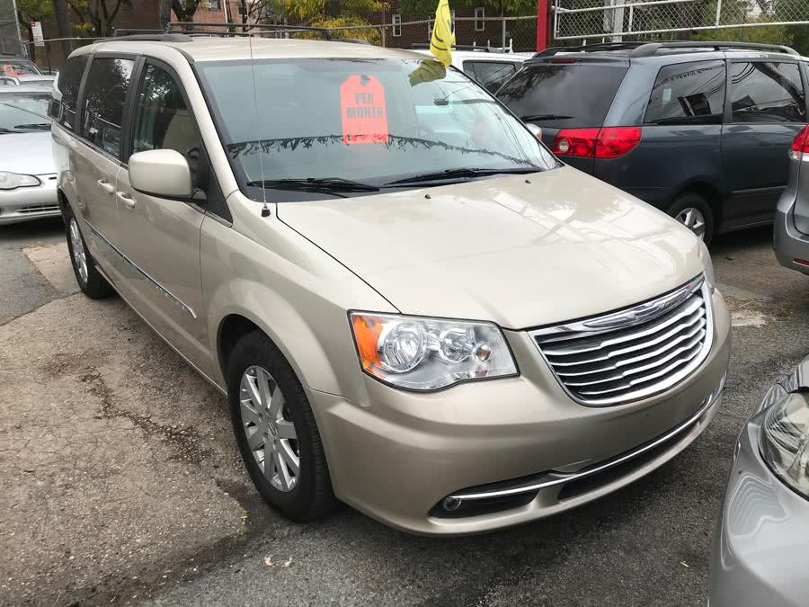 Used 2014 Chrysler Town & Country in Corona, New York | Raymonds Cars Inc. Corona, New York