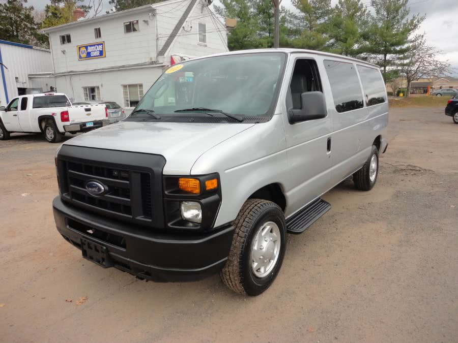 Used 2013 Ford Econoline Wagon in Berlin, Connecticut | International Motorcars llc. Berlin, Connecticut