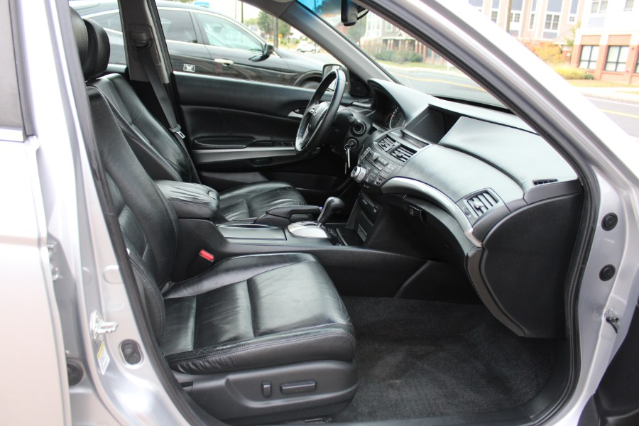 2009 Honda Accord Sdn 4dr V6 Auto EX-L w/Navi PZEV, available for sale in Manchester, Connecticut | Carsonmain LLC. Manchester, Connecticut