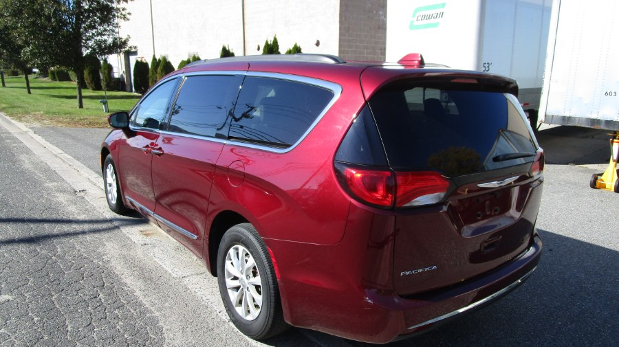 Used Chrysler Pacifica Touring-L 4dr Wgn 2017 | H & H Auto Sales. Hicksville, New York