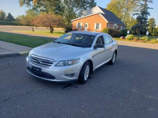 2010 Ford Taurus 4dr Sdn SE FWD, available for sale in East Windsor, Connecticut | A1 Auto Sale LLC. East Windsor, Connecticut