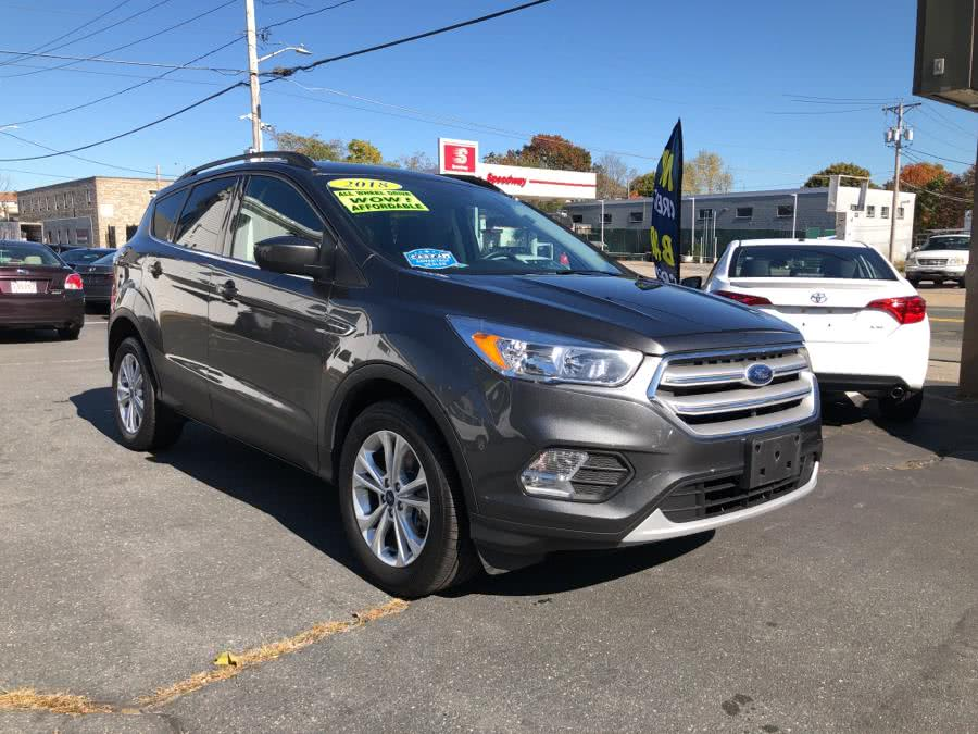 The 2018 Ford Escape SE 4WD photos