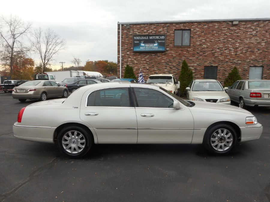 Used 2007 Lincoln Town Car in Newington, Connecticut | Wholesale Motorcars LLC. Newington, Connecticut